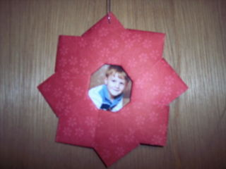 Origami_wreath_12-08_sudsol_photo_door_small
