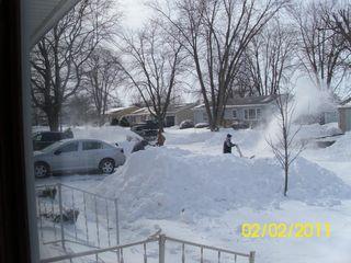 Neighbors-working-together