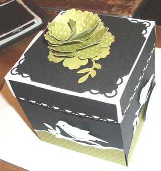 Lns_stamp-fair-project_fold-up-box_flower