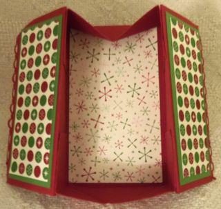 Tues-lns-shoebix_7-17-12_christmas-pop-up-box_open