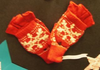 M-mall_mittens-top-opens